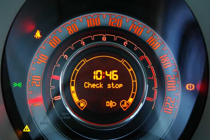 FIAT500に乗って初めての表示灯が教えてくれたバルブ切れ