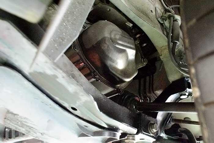 FIAT500のミッションからオイル漏れを確認しました。