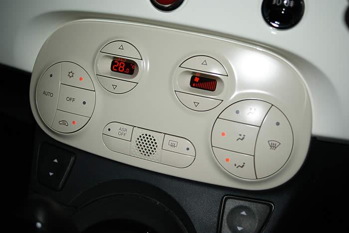 FIAT500の足元暖房、寒くてちょっと不満なのです